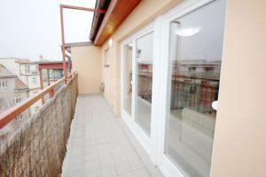 Komfortní podkrovní byt 1kk, 31 m2 s terasou 9 m2, Praha 7- Holešovice, U průhonu