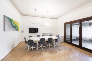 Reprezentativní kanceláře 140m2 s parkováním v prvorepublikové vile