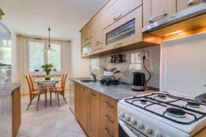 Prodej pěkného bytu 3+1 s lodžií a sklepem v Řepích