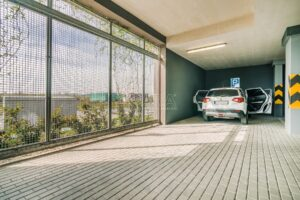 Velké garážové stání v novostavbě Malý Háj 20 m2