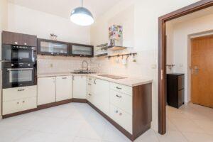 Podkrovní byt 2+1 (62 m2) kousek od Stromovky, Praha 7 – Holešovice