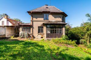 Prodej vily k rekonstrukci s pozemkem 1669 m2