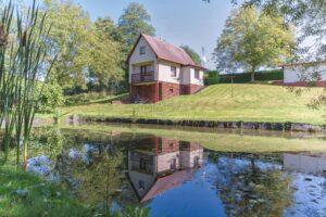 Zděná chata 3+1 s rybníčkem, samostatnou garáží, druhou chatou a dílnou, Dětmarovice